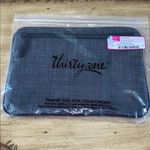 THIRTY ONE POCKET-A-TOTE IN BLACK CROSS POP